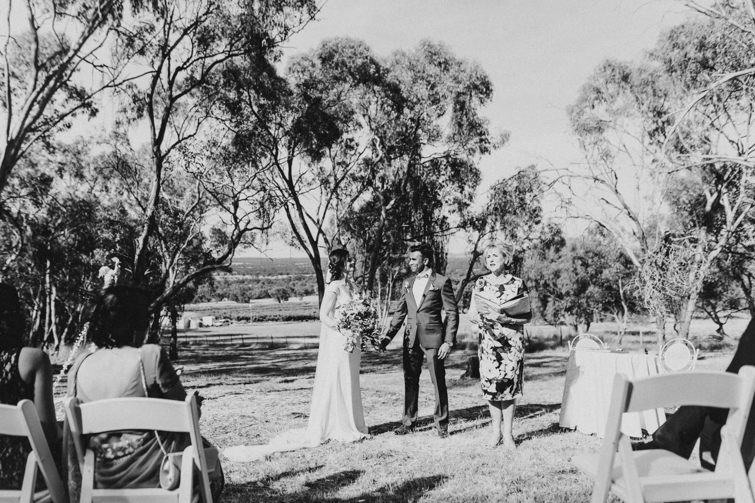 065-diy-australian-albury-farm-wedding-lisa-lasanka